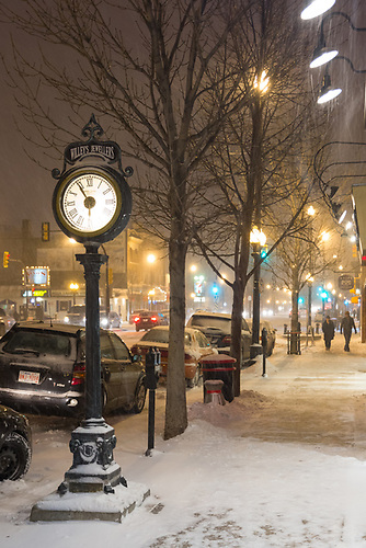Broadway area of Saskatoon during the first heavy snowfall of the winter, November 22, 2014 (Darrell Noakes)